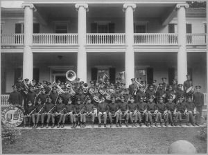 1024px-Carlisle_Indian_School_Band_Seated_on_Steps_of_a_School_Building,_Carlisle,_Pennsylvania,_1915_-_NARA_-_518927